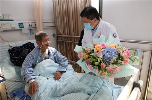 安徽省腫瘤醫院:慰問抗美援朝老兵 致敬最可愛的人