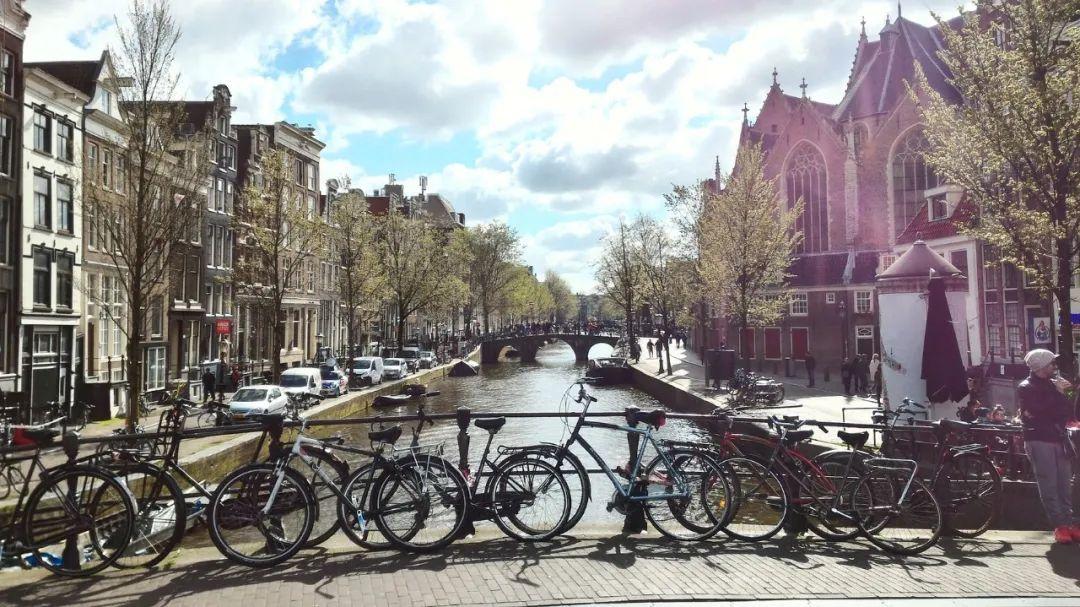 △ 阿姆斯特丹也是一座水城/unsplash