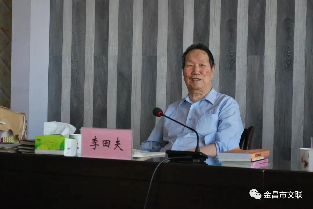 9月9日,李田夫给金昌日报社全体编采人员做讲座
