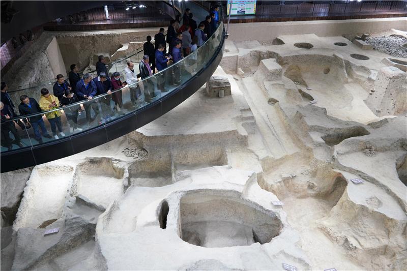 2020年10月17日,活动嘉宾在河北省邢台市内丘县邢窑遗址博物馆参观。通讯员刘继东摄影报道