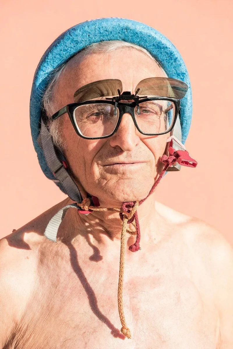 △迪诺(DINO)是一名铁人三项运动员,是丑陋俱乐部的知名成员/unsplash