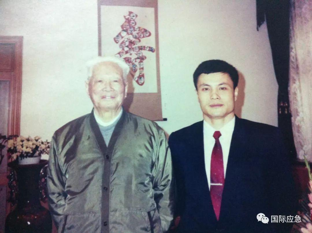 1953年,志愿军第20兵团司令员杨勇(前中)、政治委员王平(前右),参谋长张震(前左)在朝鲜↓