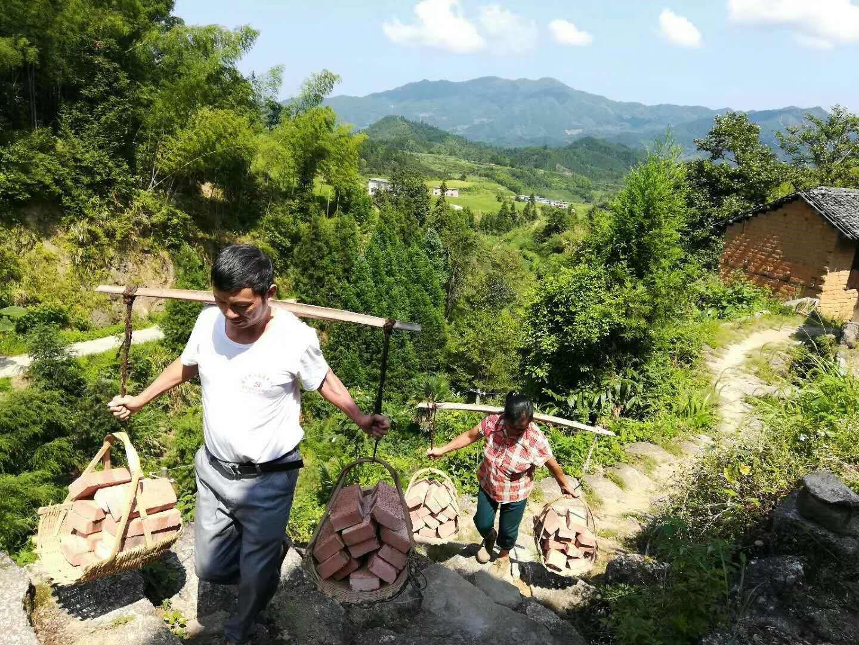 刚刚上任的罗永华用脚步丈量了村子里的每一个角落