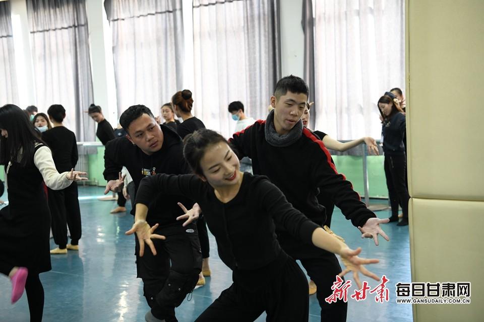 学习敦煌舞