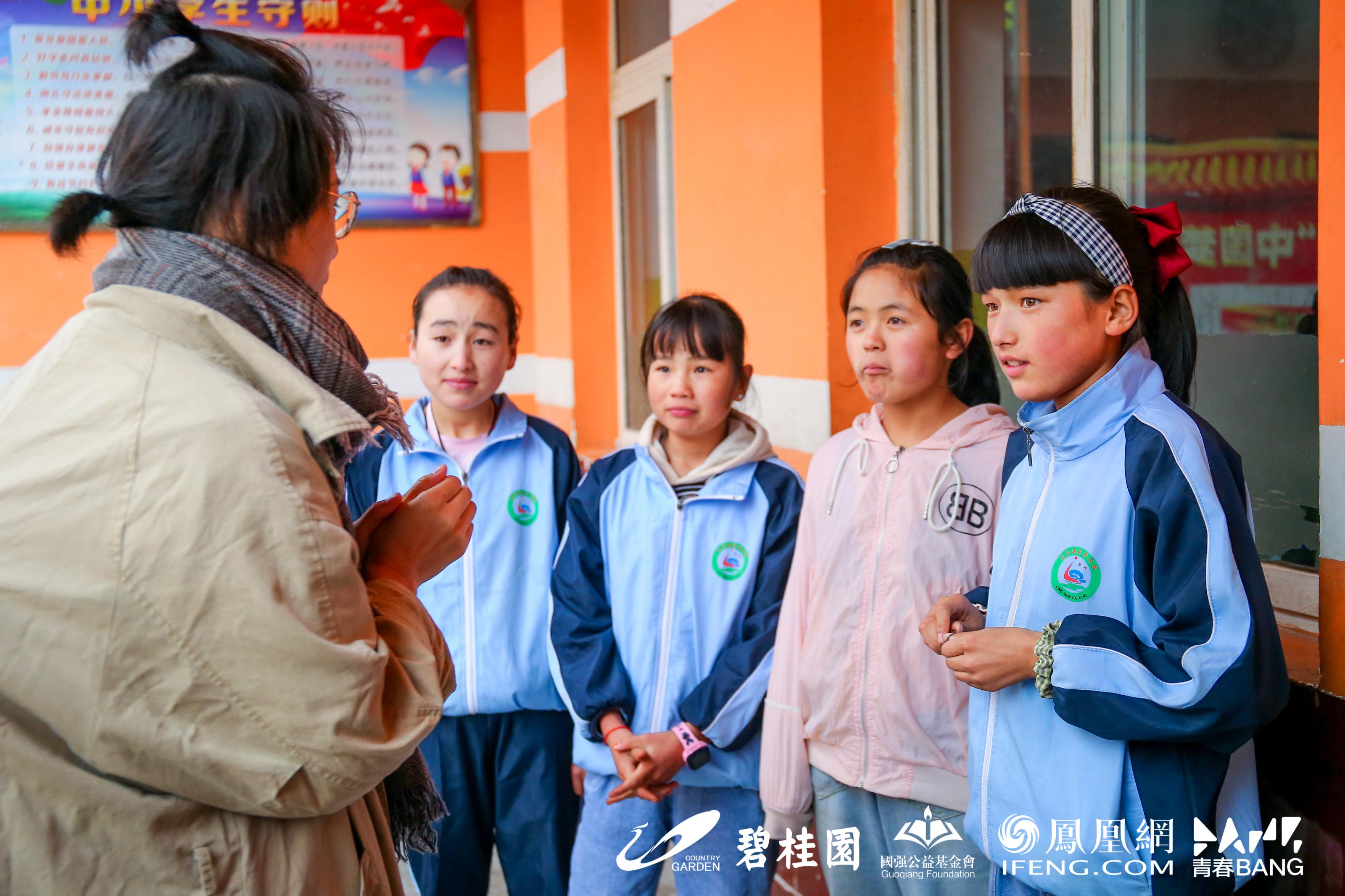 梁茹茹和孩子们聊天了解日常使用厕所情况