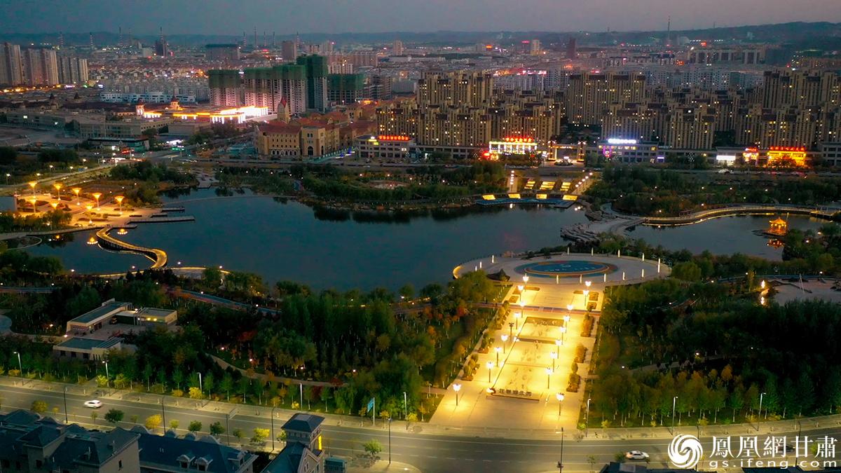 夜幕之下的龙首湖 杨艺锴 摄