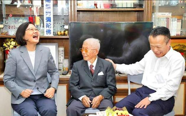 """【迪士尼彩乐下载】_台107岁老翁声称:""""若大陆打来,要拿拐杖跟他们拼"""""""