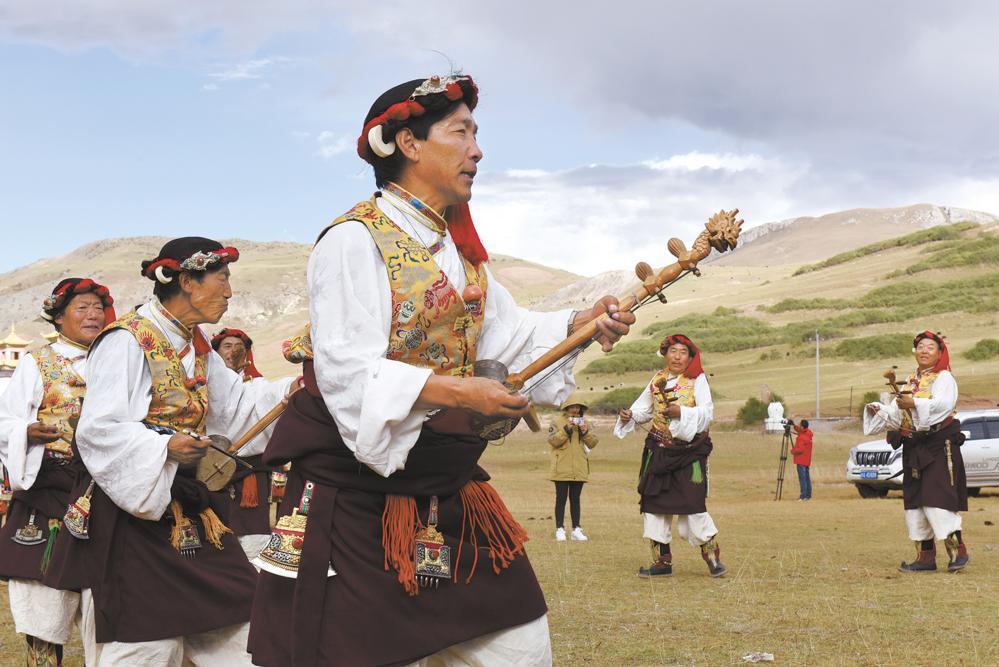 囊谦特色民族舞蹈表演