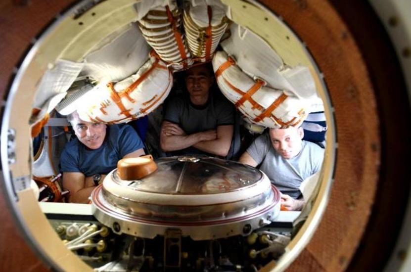 【彩乐园3邀请码】_俄飞船载3名宇航员返回地球 系大流行病期间首个航天任务
