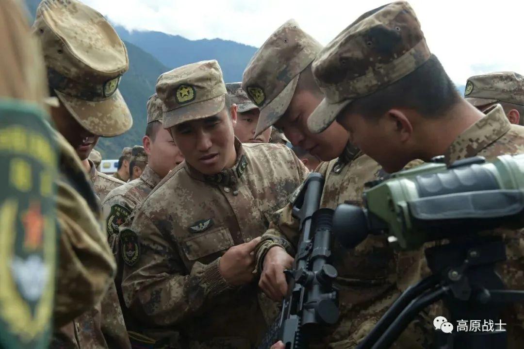 西藏军区换装新型精确步枪 提升800米内精准打击能力