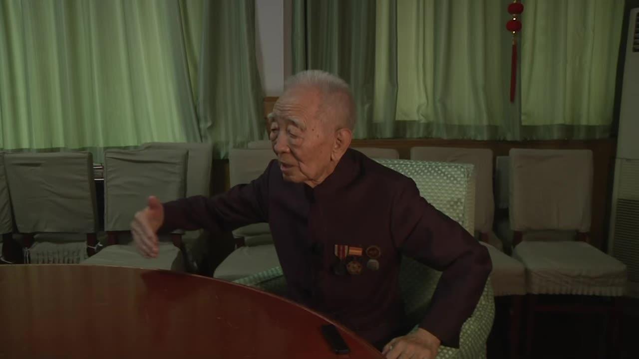 志愿军冒着美军炮火渡江 老战士讲述如何听声辨炮弹才能活下来