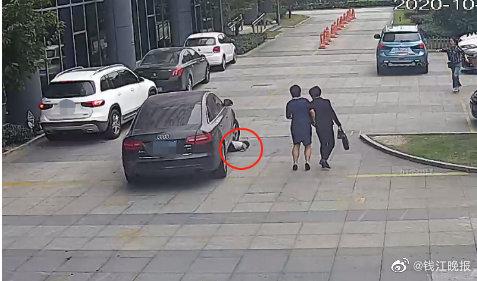 【彩乐园3邀请码】_揪心!3岁男童躺路中玩耍被轿车两次碾过,仅皮肤擦伤无大碍