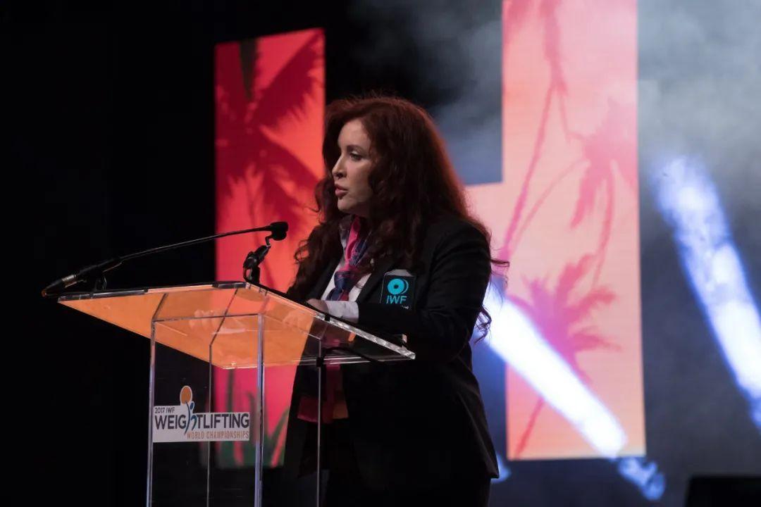 13日,乌尔苏拉·帕潘德里亚被国际举联执委会投票罢免了过渡主席的职务。