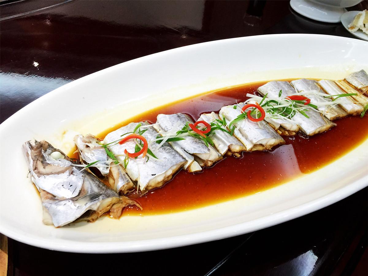 新鲜锃亮的带鱼,即使只是简单的清蒸,味道也相当惊艳。.JPG