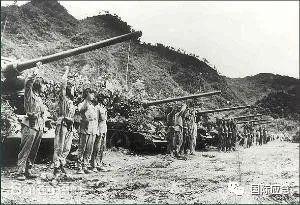 第七,以小打隐蔽大打企图和掩护战役准备。 遵照先小打后大打的指导思想,为了迷惑敌人,造成战役的突然性,在战役发起前,第60、第67军继续向原定的南朝鲜军营以下目标实施小规模的进攻。第67军于6月25日攻占529.3高地,歼灭南朝鲜军第3师1个营(欠2个排);6月30日攻占690.1高地,歼敌1个排;7月10日攻占轿岩山北山腿4个无名高地,歼敌1个多连。第60军6月26日攻占了938.2高地及广石洞以西高地,各歼敌1个营。各军在新占阵地上分别同敌军展开反复争夺,先后击退南朝鲜军排至营规模兵力在航空兵配合下的反扑达200余次,共毙伤俘敌1.2万余人。同时,其他兵团所属的部队在有利情况下也向当面敌人阵地发动了小规模的进攻,掩护了战役准备工作的顺利实施,隐蔽了战役企图。