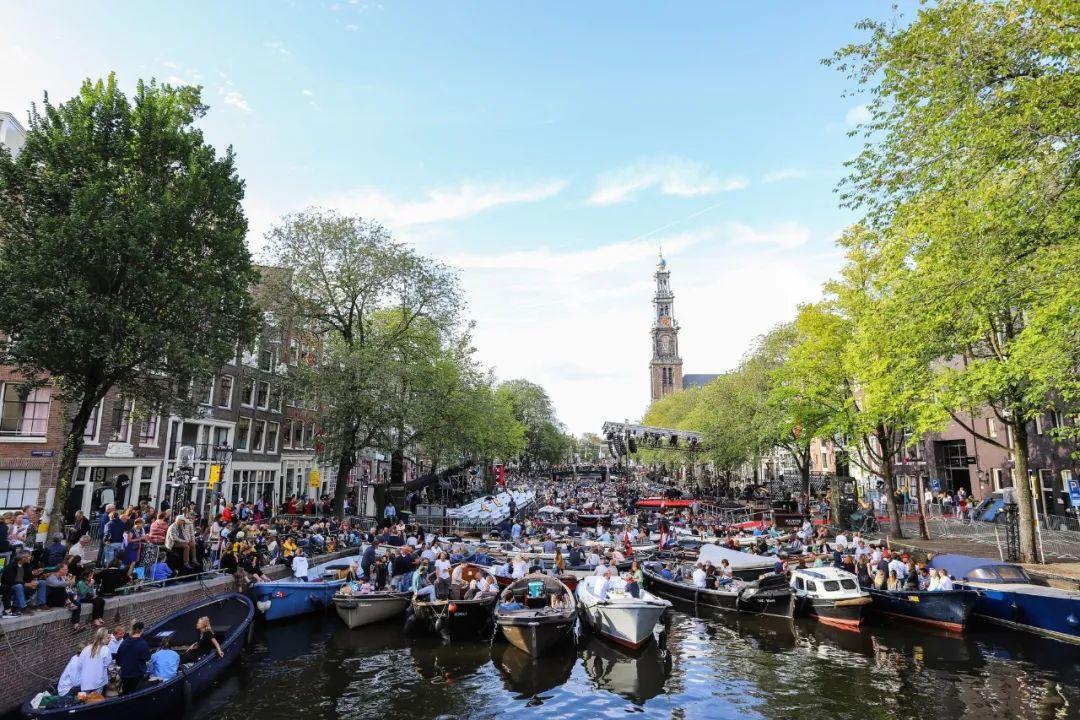 △ 荷兰运河上的船有很多,总有一款适合你/unsplash