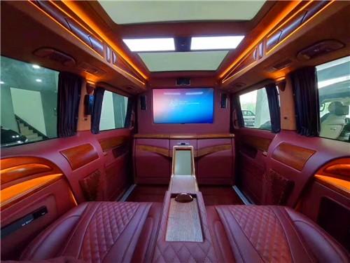 奔驰V260L豪华版隐藏六座红木版小房车