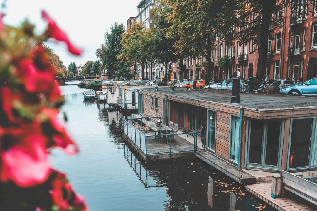 △ 阿姆斯特丹的船屋/unsplash