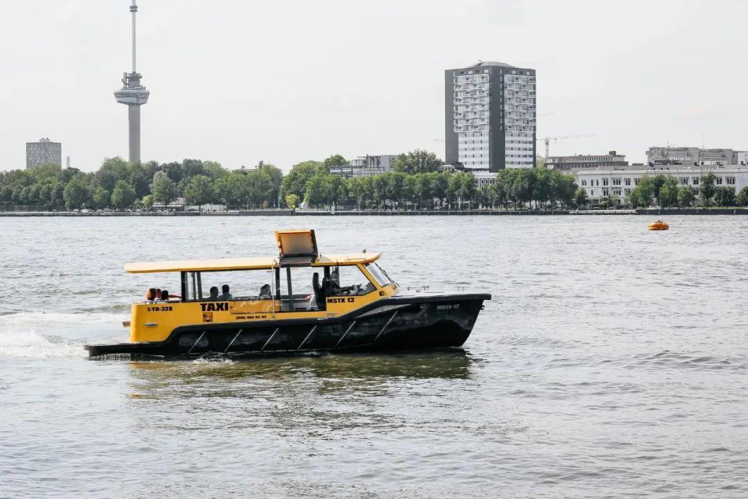 △ 坐上水上出租,感受一把运河之上的速度与激情/unsplash