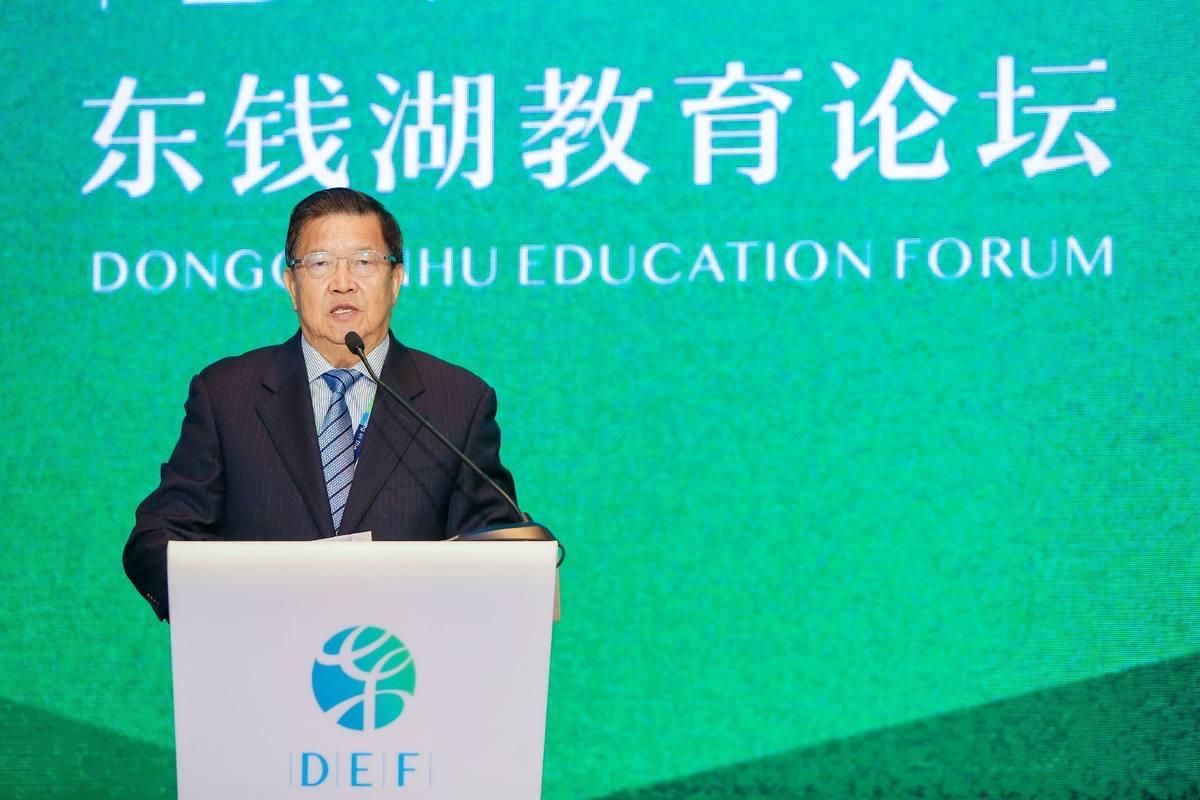 """龙永图:中国教育发展不平衡,首先是""""德、智、体、美、劳""""这五个方面发展不平衡"""