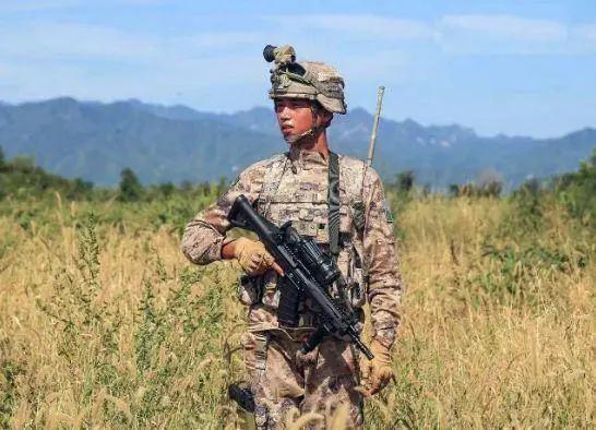 西藏军区换装新型精确步枪 提升800米内精准打击能力(图4)