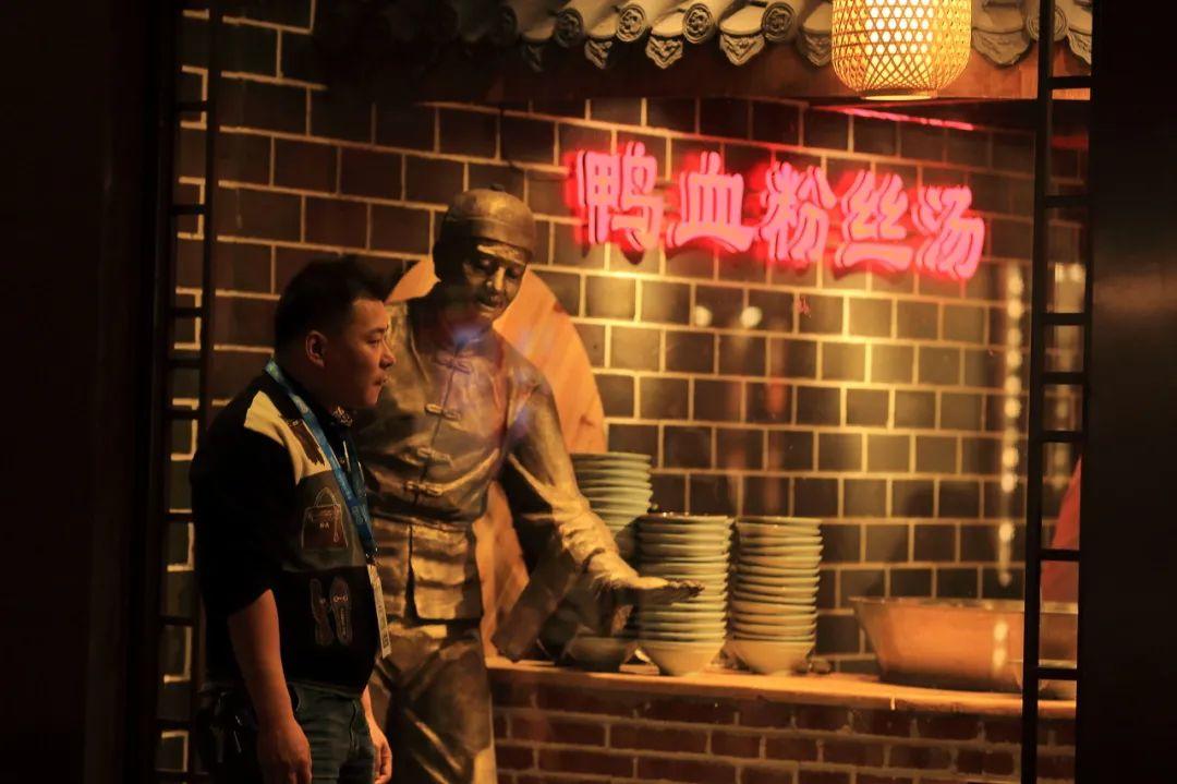 ▲ 南京夫子庙附近的鸭血粉丝汤店铺。摄影/子晋的时光碎片,图 / 图虫·创意