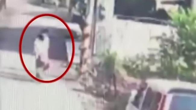 台湾女童被狗追狂跑90米后猝死 监控曝光揪心一幕