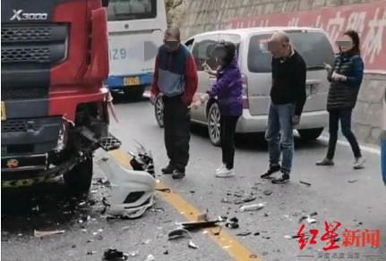 【mayawang】_三人自驾九寨坠江失联 事故大货车司机:我在弯道,那辆车加速驶过来