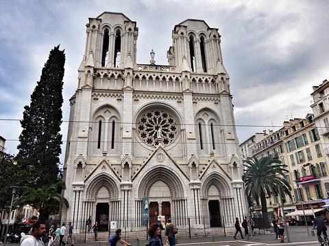 法国尼斯教堂恐袭已致3死 主教:此前连续多日收到警告