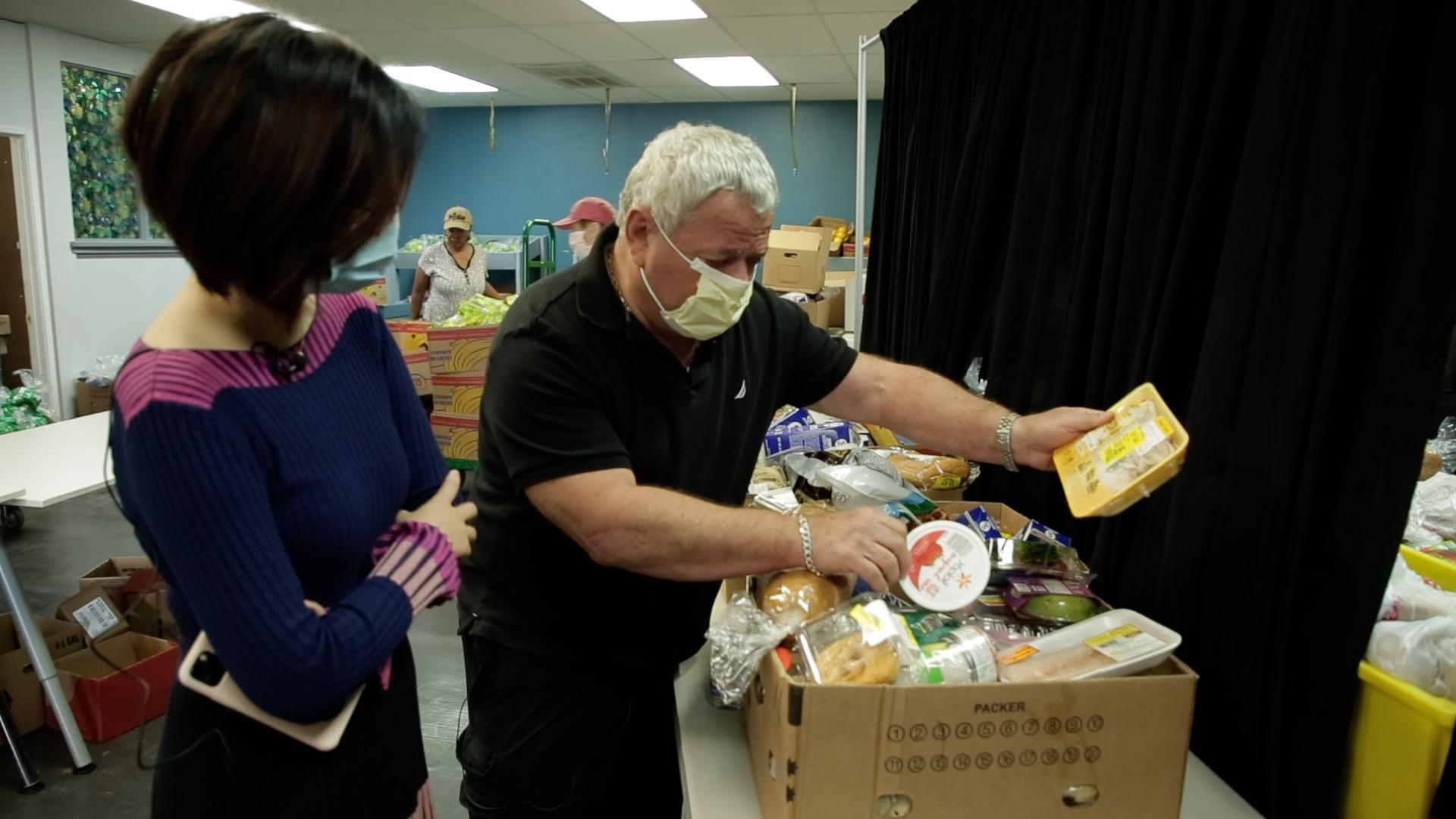 拉斯维加斯免费食物分发中心主任向第一财经记者介绍有关情况
