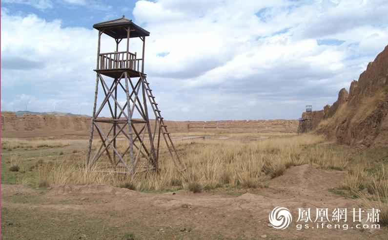 古城内新《射雕英雄传》剧组取外景时搭建的瞭望塔 杨文远 摄