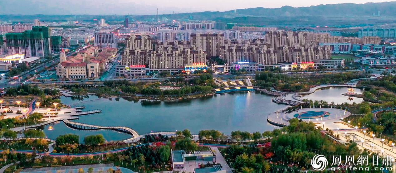 龙首湖全貌 杨艺锴 摄