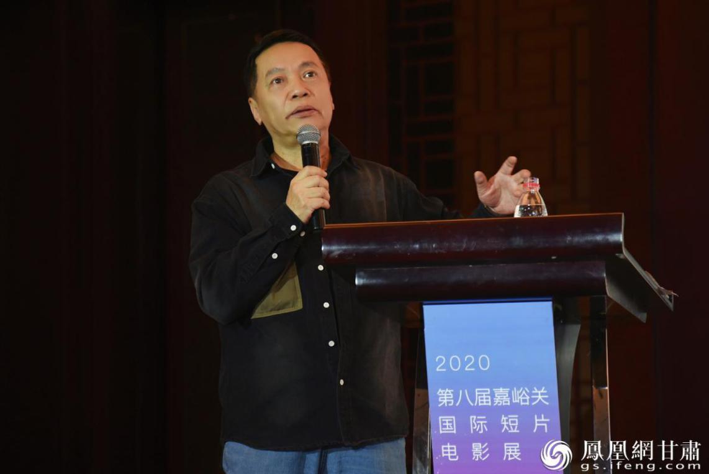 李一鸣发表题为《西部片作为类型——文化影像和社会文本》的主题发言 李娟平 摄