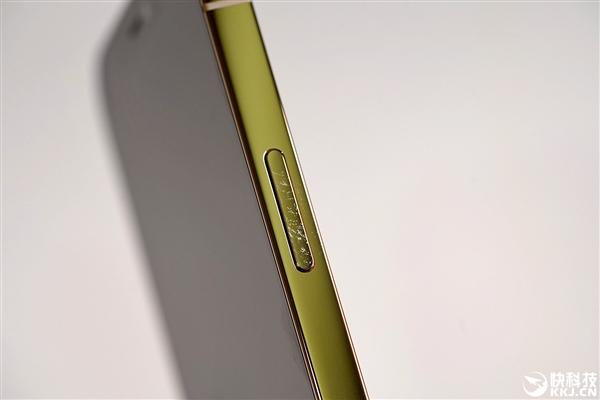 iPhone 12店内展示机尴尬:已被顾客抚摸到掉漆