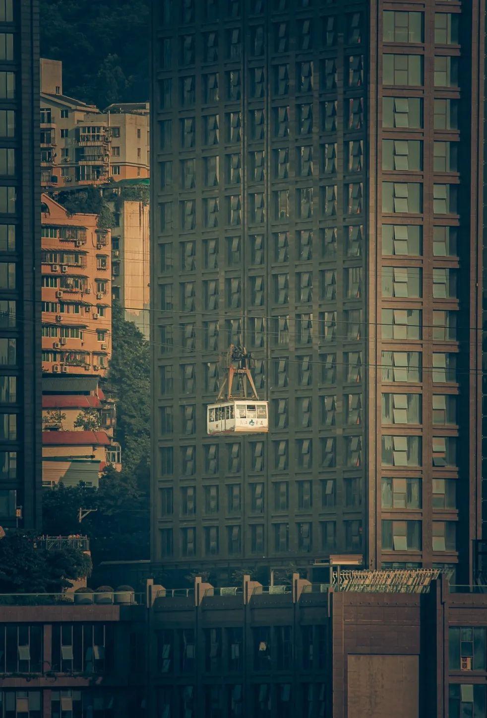 长江索道, 已经成为了游客来网红重庆打卡的 必游之地。