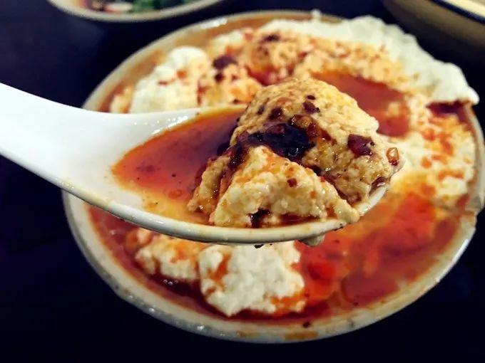 重庆人爱豆花,就像爱小面,不分贫富。