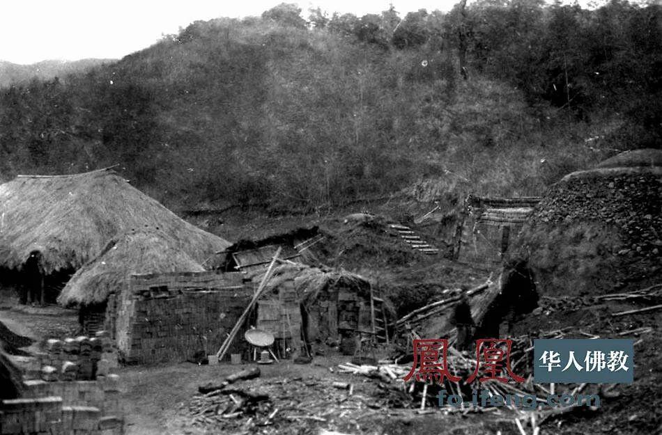 1955年,116岁高龄的虚云老和尚带领僧众自建瓦窑、烧制砖瓦,重建真如寺。(图片来源:凤凰网佛教 摄影:云居山真如禅寺)