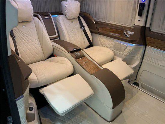 奔驰V260L改装四座商务车惊现北京欢迎品鉴