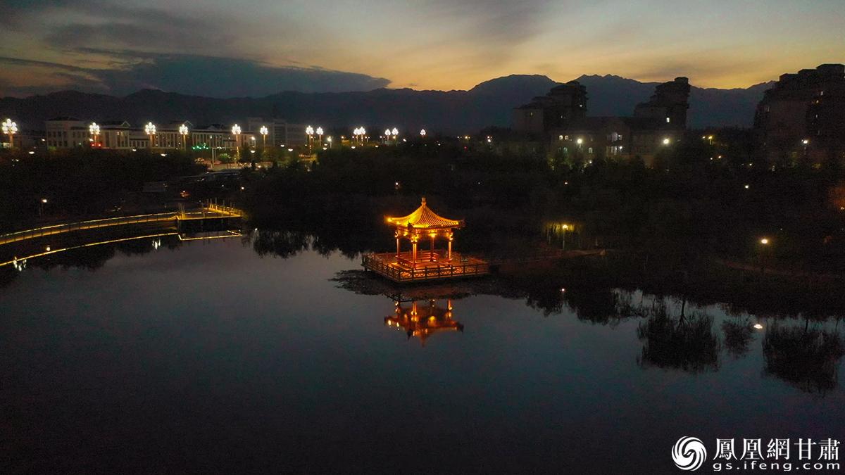 龙首湖夜色一角 杨艺锴 摄