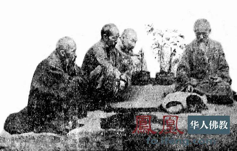 1936年南华寺春戒期间,虚云老和尚为曹溪驻防军十六团团长林国庚带的白狐授三皈依。(图片来源:凤凰网佛教 摄影:云居山真如禅寺)