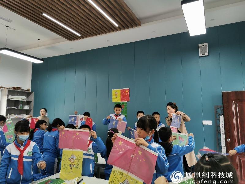 游仙区白蝉小学师生到万达学校参加纸鸢文化实践活动
