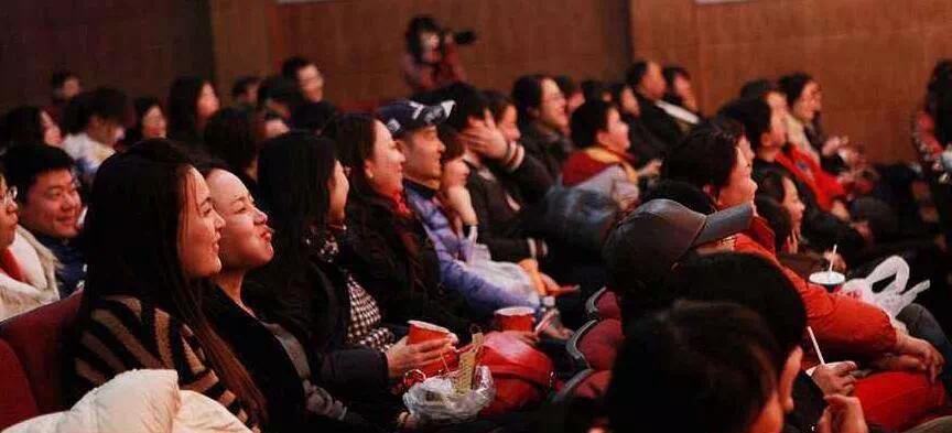将笑声带进2020!天津国美致敬城市经典名家相声喜乐夜全程爆笑