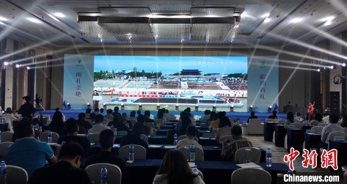衢州市相关部门在会上进行推介。 杨伏山 摄