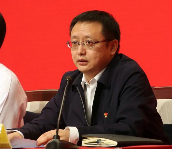 ▲吴沛新同志作表态发言。