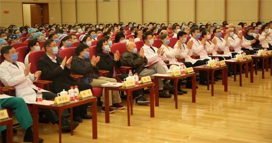 ▲500余人参加本次会议。