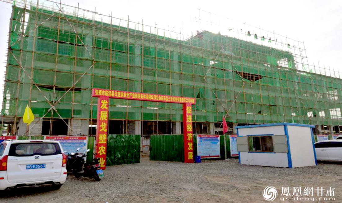 1亿元亚行贷款项目——临泽县戈壁农业全产业链服务综合体建设中,建成后,将应用智能化设施农业技术,推动当地资源优势转变为经济优势。甘肃省供销联社供图