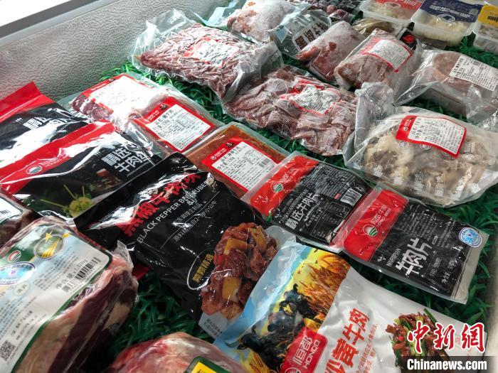 图为恒都牛肉系列产品。 钟旖 摄