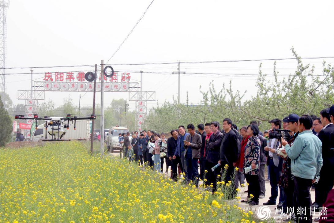 庆阳市合水县供销社开展无人机飞防业务,创新农业社会化服务方式。甘肃省供销联社供图