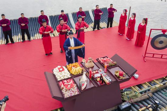 肃穆庄严的防风渔祭。蔡俊摄