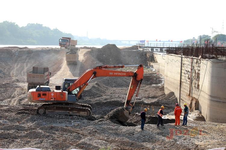 3号坝段基坑开挖作业